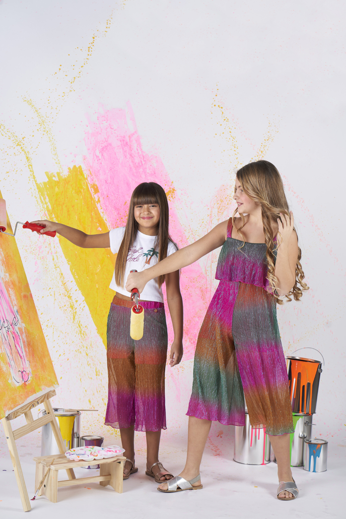 trend moda bimbi 2021 bimbe che dipingono indossando abiti sarah chole bambina