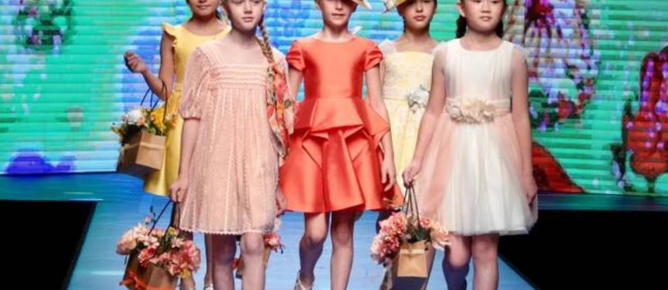 pitti bimbo moda in streaming bambini che sfilano